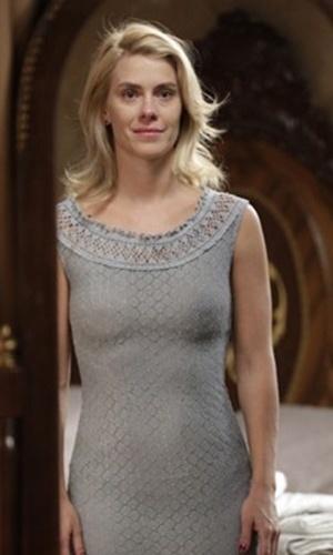 """Em """"Joia Rara"""", Iolanda volta a usar roupas simples"""