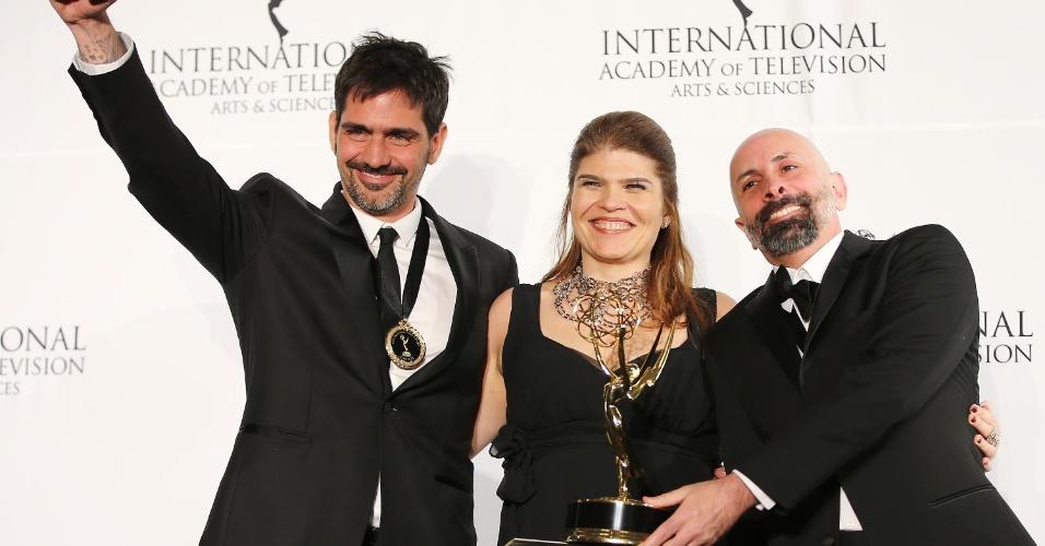 25.nov.2013 - Vinícius Coimbra, Claudia Lage e João Ximenes Braga na 41ª edição do Emmy Internacional que acontece em Nova York