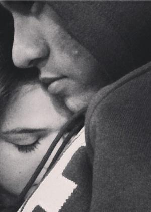 Em novembro, Bruna Marquezine publicou uma foto abraçada com Neymar