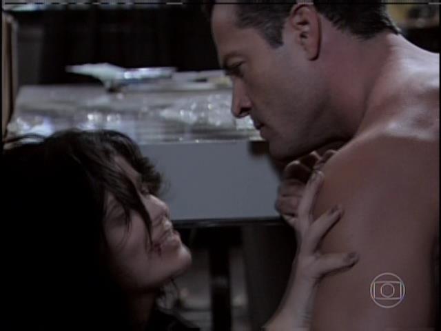 Aline diz que poderia ter um caso com Bruno, mas não se explica