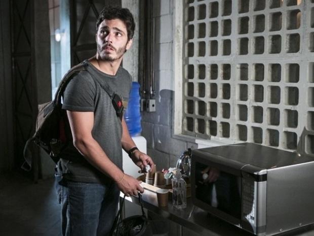 """Em """"Além do Horizonte"""", William provoca incêndio para invadir computador do Líder Jorge"""