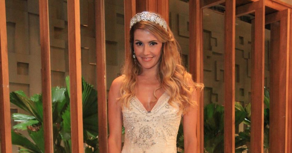 """Em """"Insensato Coração"""", Natalie Lamour (Deborah Secco) destacou-se como terceira colocada de um reality show, que lhe deu fama nacional"""