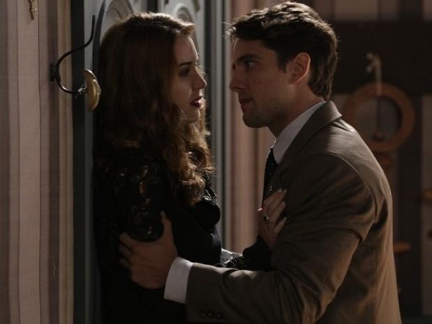 """Em """"Joia Rara"""", Sílvia diz a Viktor que filho que espera pode ser dele"""