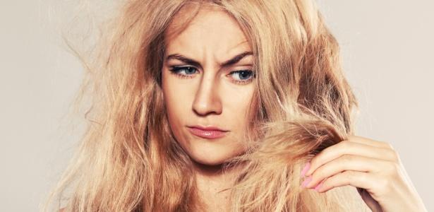 Opacidade, perda de cor, ressecamento e fragilidade são sinais de envelhecimento dos cabelos - Thinkstock