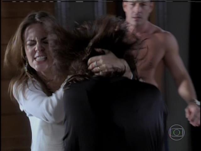 Paloma bate em Aline
