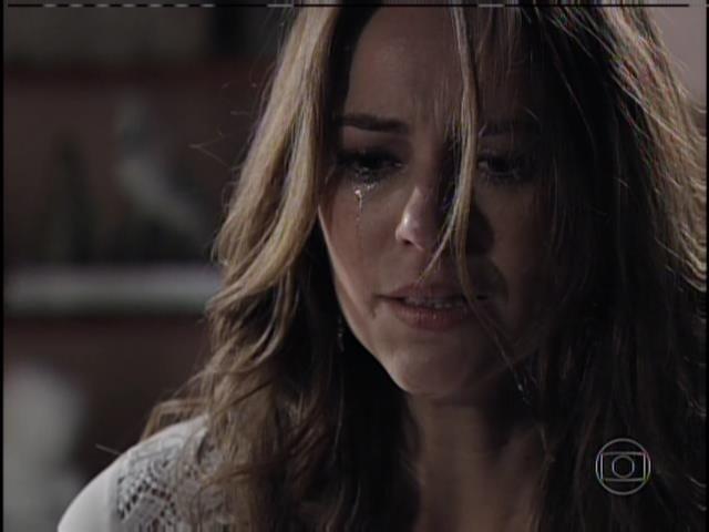 Paloma chora ao chegar em casa
