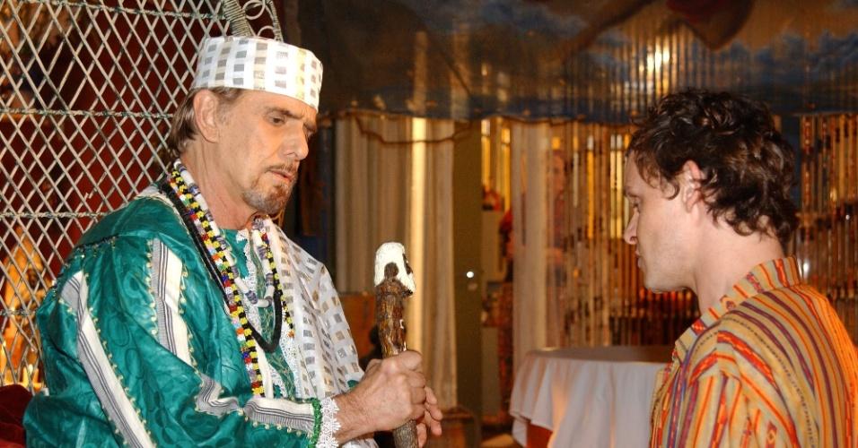 """2004 - Francisco Cuoco interpretou Pai Gaudêncio em """"Da Cor do Pecado"""""""