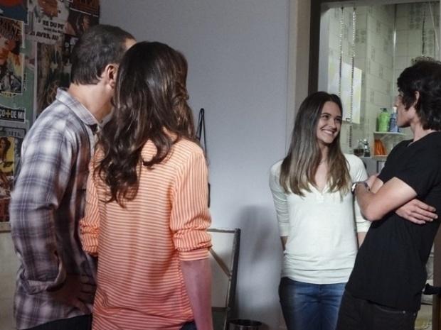 """Em """"Além do Horizonte"""", Rafa apresenta Lili como sua namorada para a irmã"""
