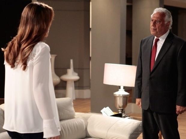 """Em """"Amor à Vida"""", César cai em desculpa de Aline e briga com Paloma"""