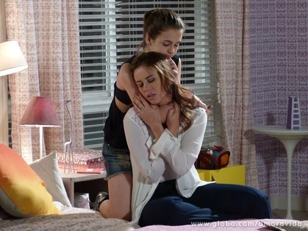 """Em """"Amor à Vida"""", Paloma é consolada por Paulinha após separação"""