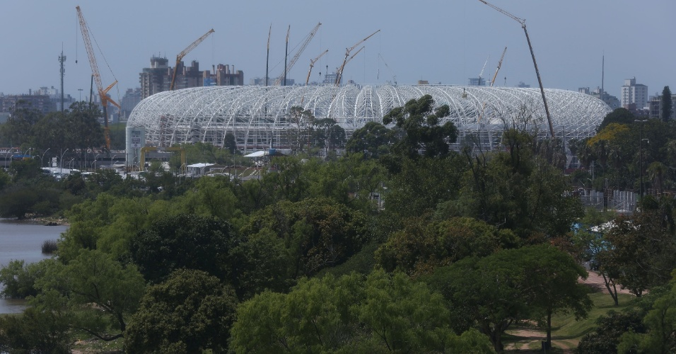 Estádio Beira Rio, em Porto Alegre (RS), que vai sediar cinco jogos da Copa do Mundo de 2014, está em fase final de reforma