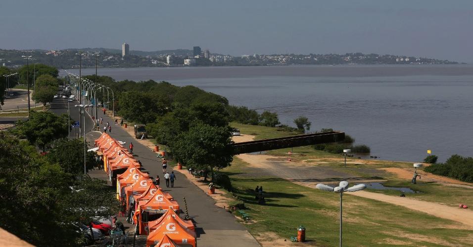Orla do rio Guaíba, em Porto Alegre (RS), vista a partir do solário da Usina do Gasômetro, no centro histórico