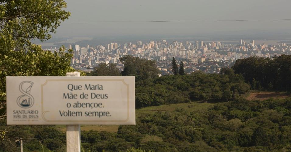 Vista de Porto Alegre (RS) no Santuário Mãe de Deus, um dos pontos mais altos da cidade