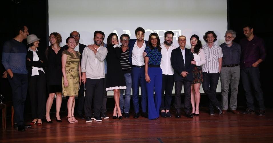 """28.nov.2013 - Elenco se reúne para a apresentação da minissérie """"Amores Roubados"""""""