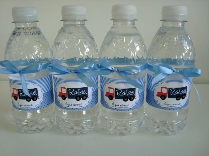 Água mineral personalizada. Da Ideia de Comadre Ateliê (www.ideiadecomadre.com.br). R$ 3,50, a unidade. Preço pesquisado em novembro de 2013 e sujeito a alterações
