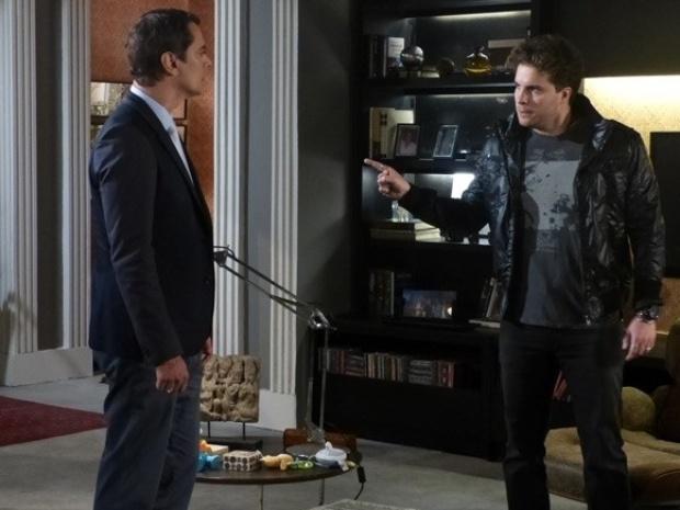 """Em """"Amor à Vida"""", Niko descarrega sua raiva em Eron e diz que advogado será muito infeliz"""