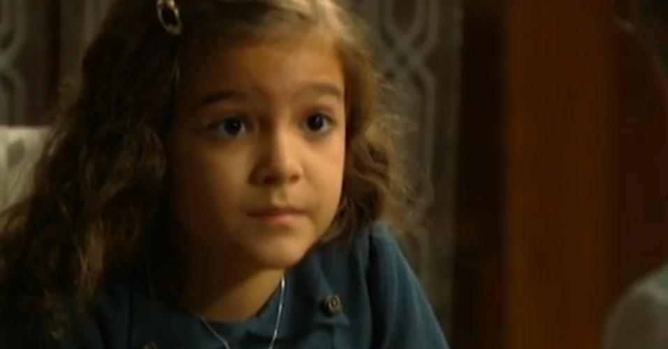 """Em """"Joia Rara"""", Pérola pede que Ernest não minta para ela"""