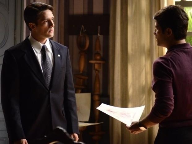 """Em """"Joia Rara"""", Viktor revela a Franz que teve caso com Sílvia"""