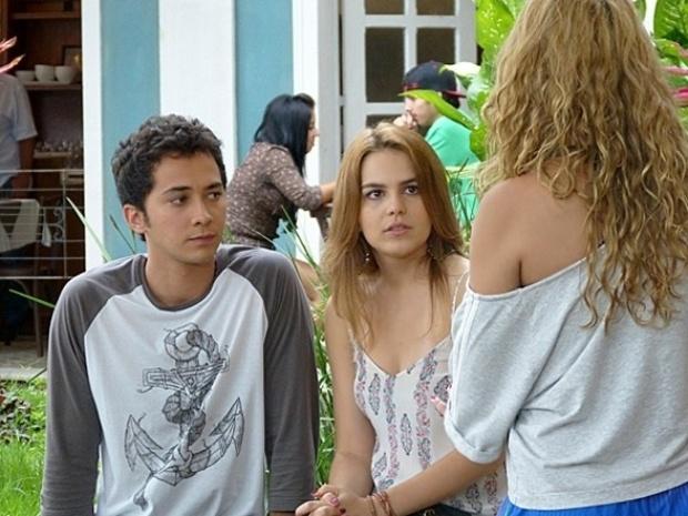 """Em """"Malhação"""",  Meg diz a Anita e Ben que sabe que eles estão juntos"""