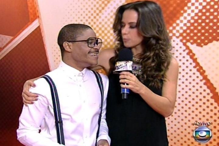 28.nov.2013 - Miá Mello entrevista Pedro Lima