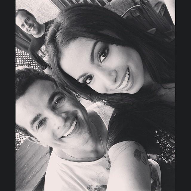"""29.nov.2013 - Anitta gravou participação em """"Amor à Vida"""" ao lado de Anderson di Rizzi, o Carlitos"""