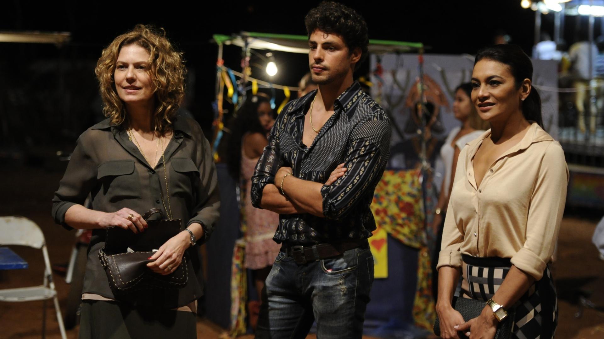 29.nov.2013 - Patrícia Pillar, Cauã Reymond e Dira Paes gravam cenas da minissérie