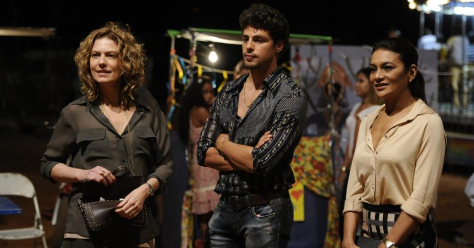 """29.nov.2013 - Patrícia Pillar, Cauã Reymond e Dira Paes gravam cenas da minissérie """"Amores Roubados"""""""
