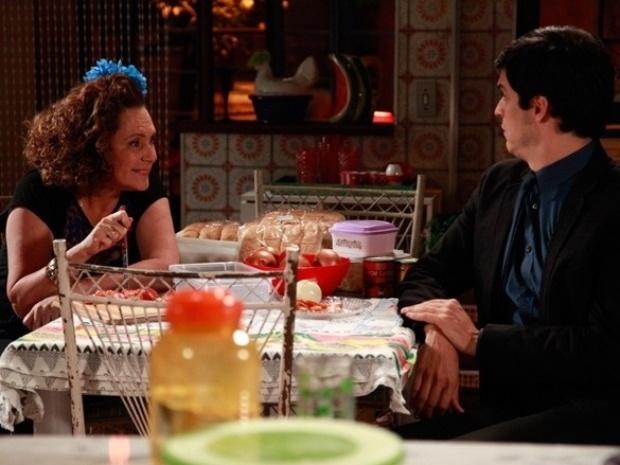 """Em """"Amor à Vida"""", Márcia convoca Félix para vender hot dog na rua"""