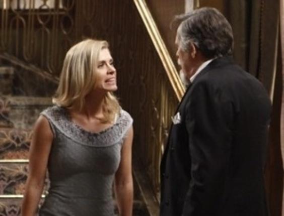 """Em """"Joia Rara"""", Iolanda abandona Ernest e deixa a mansão"""