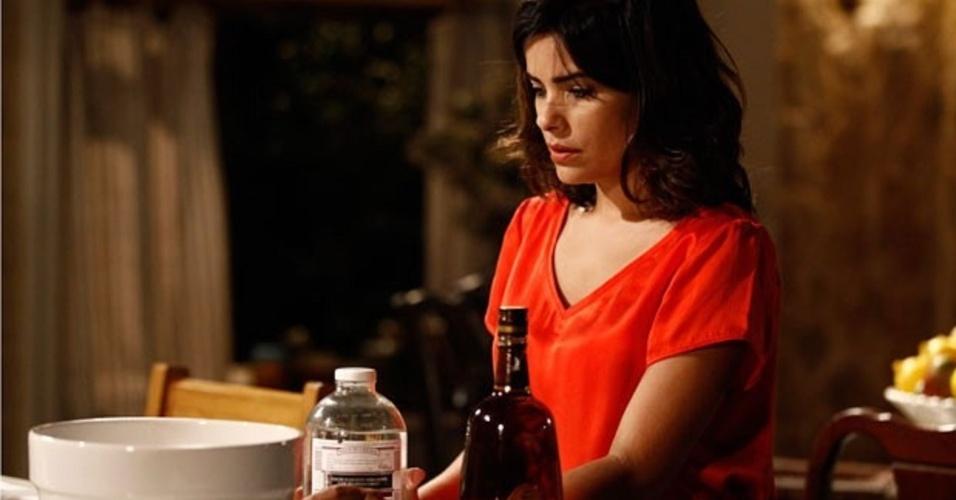 """Em """"Amor à Vida"""", César pega Aline mexendo em seu drinque"""
