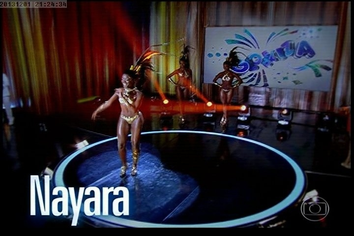 1º.dez.2013 - A candidata Nayara dança para os jurados do concurso Globeleza