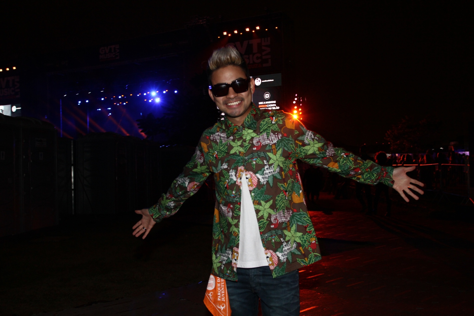 30.nov.2013 - Yudi Tamashiro chegara para assistir ao show