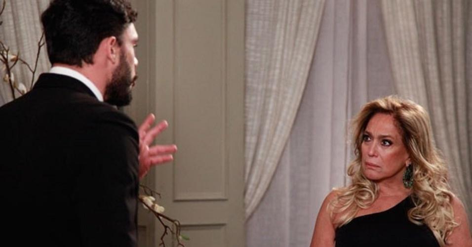 """Em """"Amor à Vida"""", Maciel reprova aproximação de Pilar e Jacques"""