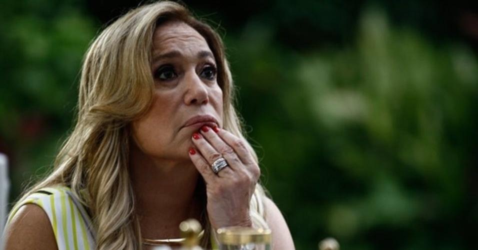 """Em """"Amor à Vida"""", Pilar fica chocada ao saber que Maciel provocou o acidente de Atílio e roubou Márcia"""