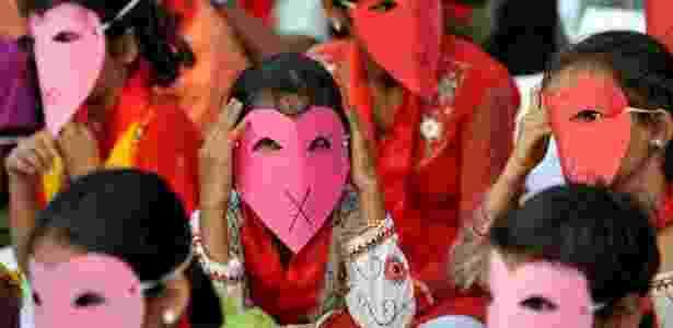 Mulheres indianas com HIV sofrem com o estigma da doença - BBC