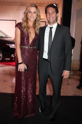 2.dez.2013- Fiorella Matheis e Flávio Canto posam elegantes no Copacabana Palace