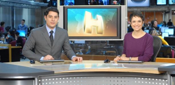 "Evaristo Costa e Sandra Annnenberg na bancada do telejornal ""Hoje"" - Globo/Zé Paulo Cardeal"