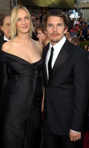 24.mar.2002 - Uma Thurman e Ethan Hawkes chegam juntos para a cerimônia do Oscar