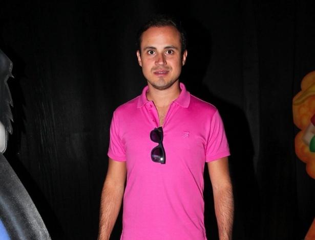 2.dez.2013 - Dudu Massa, irmão de Felipe, prestigia o aniversário do sobrinho