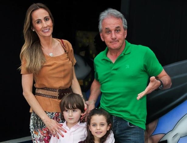 2.dez.2013 - Otávio Mesquita vai com a família ao aniversário do filho de Felipe Massa, em São Paulo