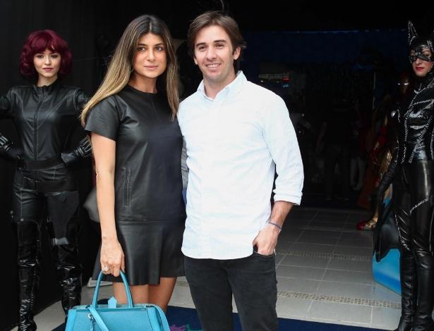 2.dez.2013 - Popó Bueno e a mulher marcam presença no aniversário de Felipinho, filho do piloto de Fórmula 1 Felipe Massa