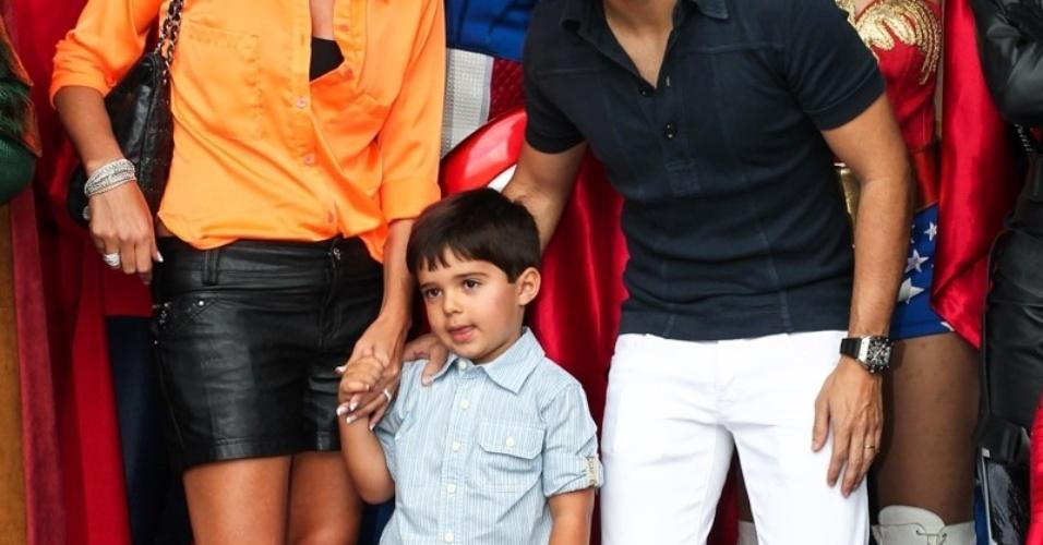 2.dez.2013 - Rafaela e Felipe Massa comemoram 4 anos do filho, Felipinho, em uma buffet infantil, em São Paulo