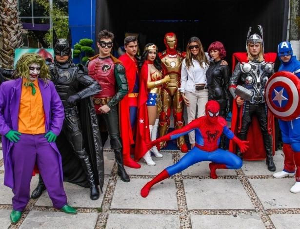 2.nov.2013 - A promoter Andréa Guimarães organizou a festa com com o tema dos personagens das histórias em quadrinhos