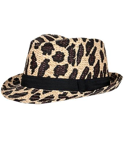 3ca4ed9505240 Chapéus combinam com verão  veja modelos para usar na praia e na ...