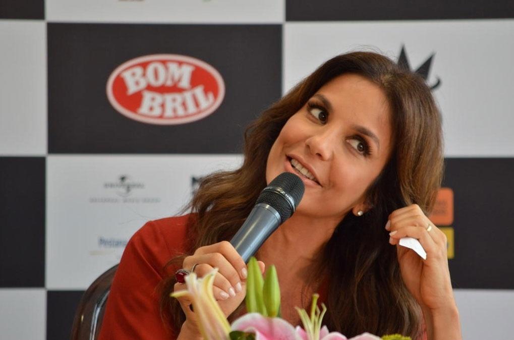 3.dez.2013 - Ivete Sangalo recebe a imprensa em Salavdor para entrevista coletiva sobre seu novo DVD, Ivete 20 anos