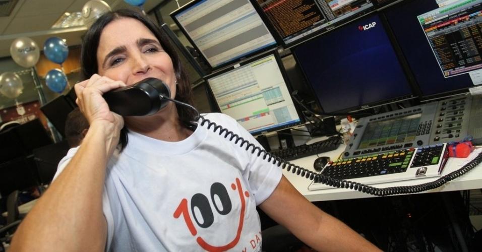 """3.dez.2013 - Malu Mader participou do """"Charity Day"""", pregão beneficente promovido pelo ICAD, que terá renda revertida para projetos sociais"""
