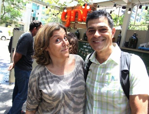Bárbara Gancia e Eduardo Moscovis posam juntos em almoço de fim de ano do canal GNT