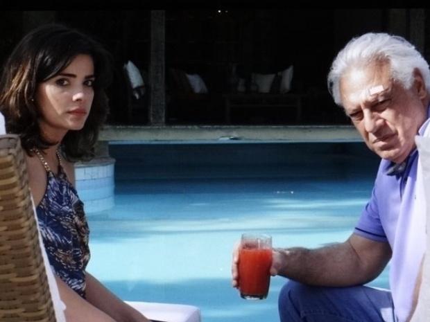 "Em ""Amor à Vida"", César vê manta de Ninho no quintal de casa"