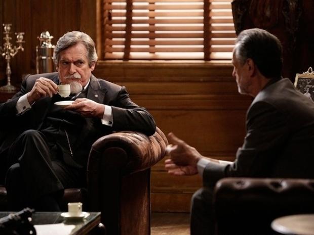"""Em """"Joia Rara"""", Ernest revela a advogado que matou irmão de Gertrude"""