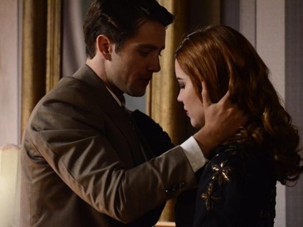 """Em """"Joia Rara"""", Silvia não consegue declarar seu amor para Viktor"""
